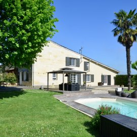 Maison en pierre avec piscine, terrain, dépendance Beychac et Caillau