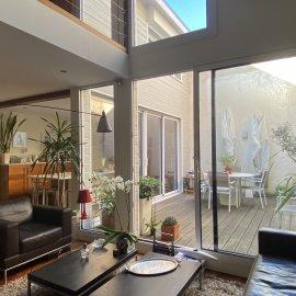Loft en duplex, Bordeaux Quai des Chartrons antiquaires, 3 chambres, 2 parkings, cellier, terrasse