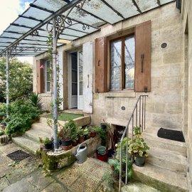 Maison bourgeoise à réhabiliter, jardin, dépendance, garages - Bordeaux Maritime